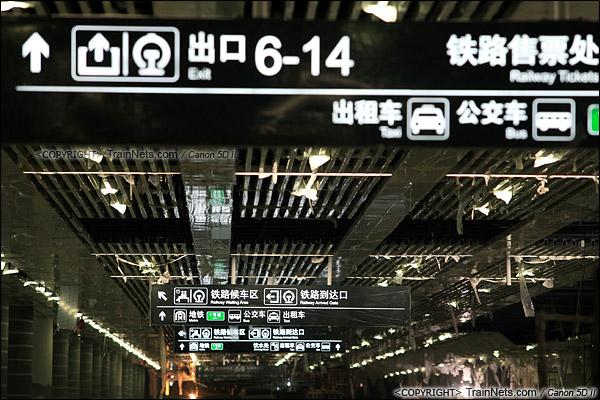 2014年12月29日。深圳福田站。地下一层,交通换乘层。已通电测试的导向牌。(IMG-9684-141229)
