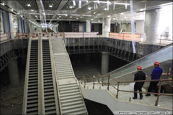 2014年12月29日。深圳福田站。地下一层,通往地下二层的通道。(IMG-9741-141229)