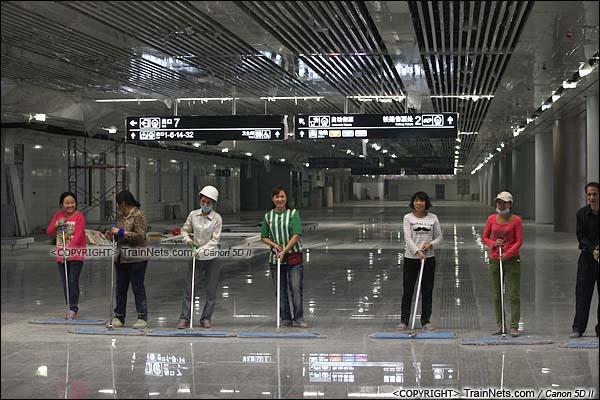 2015年10月30日。深圳福田。广深港高铁福田站,地下一层大厅。(IMG-9944-151030)