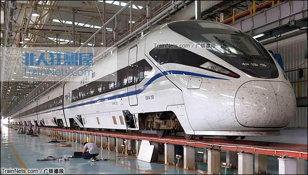 2015年8月。长沙。正在沪昆高铁试验的CRH1A新型动车组。(图/广铁德段)