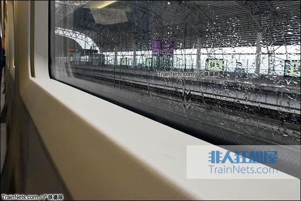 2016年2月。广珠城际铁路。新一代CRH1A型动车组(Zefiro)。窗台。(图/广铁德段)