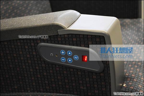 2016年2月。广珠城际铁路。新一代CRH1A型动车组(Zefiro)。一等座,多媒体控制板。(图/广铁德段)
