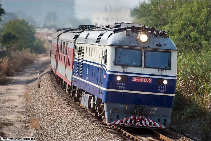 2014年12月20日。DF11牵引K9084次深圳西-邵阳通过平南铁路塘朗段。