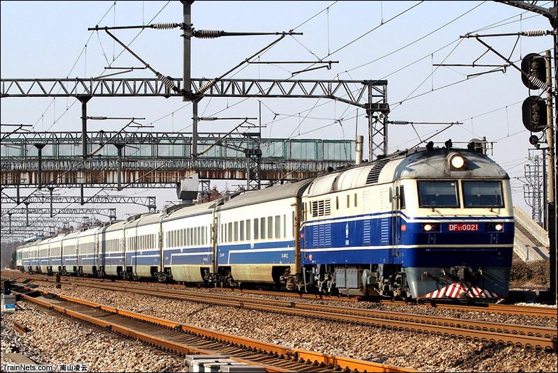 2014年12月22日。京沪线。T7785次,南通-兰溪通过江苏吕城站。(图/南山凌云)