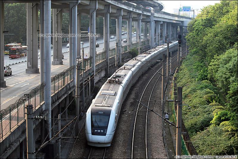 2014年10月9日。广州环市中路。CRH1开往广州站。(IMG-6076-141019)