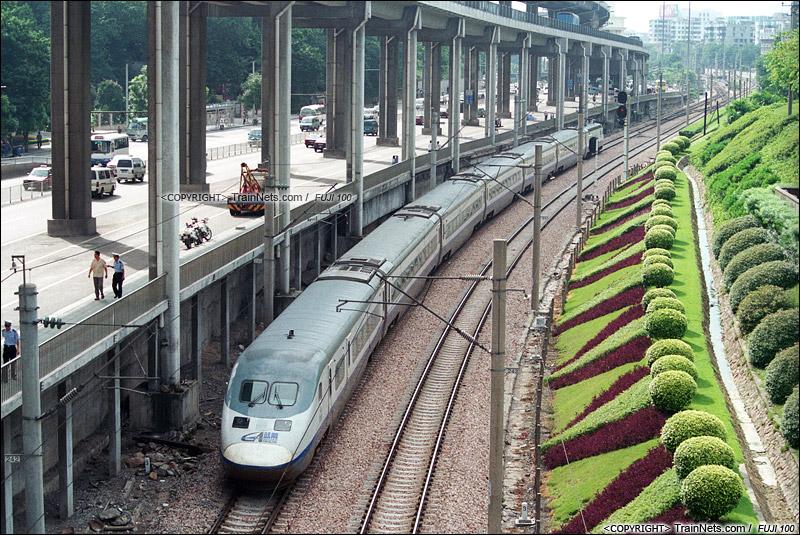 2003年。广州环市中路。蓝箭开往广州站。(P0317)