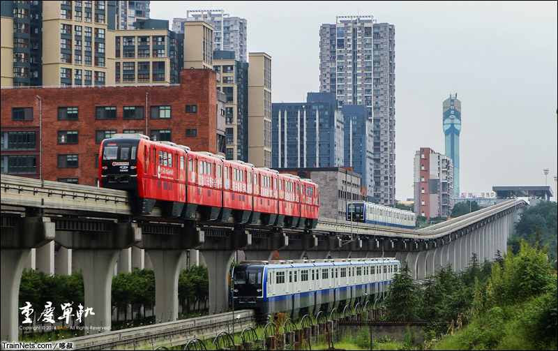 2014年9月14日。重庆轨道交通三号线童家院子综合基地。三线会车。