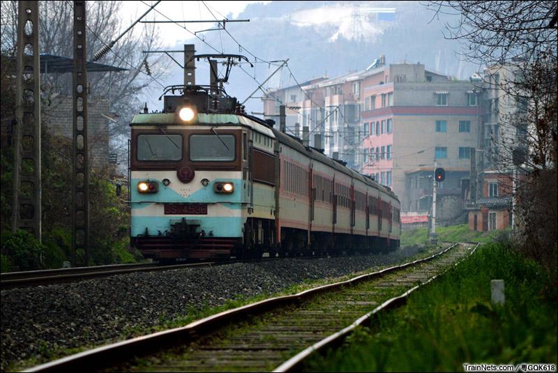 2015年3月8日。成局贵段SS3-4538牵引客车K844次,广州-遵义即将抵达终点站。