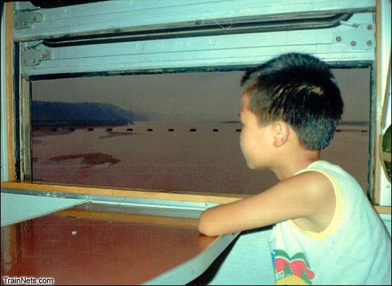 1992年夏天从北京乘坐61次特快列车返回昆明时途经黄河。(图/丁目)