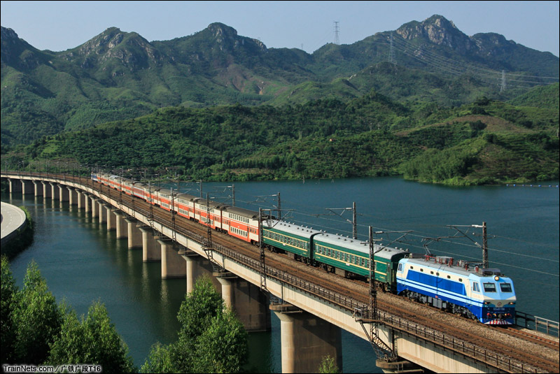 2013年8月9日。京广线。广东清远市鸡坑大桥。K9049次,郴州-肇庆。