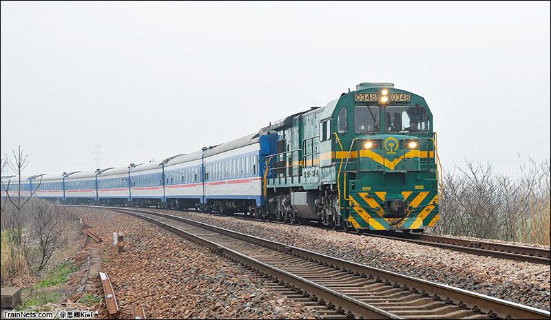 2015年3月7日。芜湖东I场-塔桥区间,ND5牵引0K4617次列车。