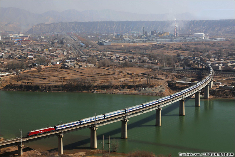2015年2月7日。兰新线河口南黄河大桥。HXD1D牵引T197次。