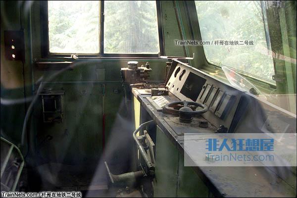 2006年10月。郑州世纪乐园内展示的SS5-0002号机车。机车驾驶室。(图/杆哥在地铁二号线)