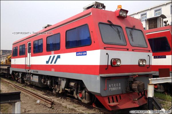2015年4月。武汉桥工段的GC220型金鹰轨道车。(IMG-0513-150417)