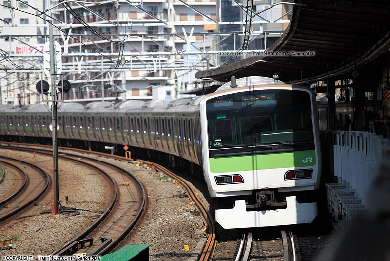 2015年3月30日。日本东京。JR山手线列车驶出五反田站。(IMG-4989-150330)