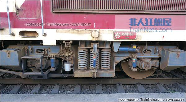 2014年7月。四川普雄站。配属成局重段的SS7C型电力机车。两端转向架。(DSC02038-140717)
