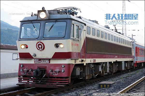 2014年7月。四川普雄站。配属成局重段的SS7C型电力机车。(DSC02058-140717)