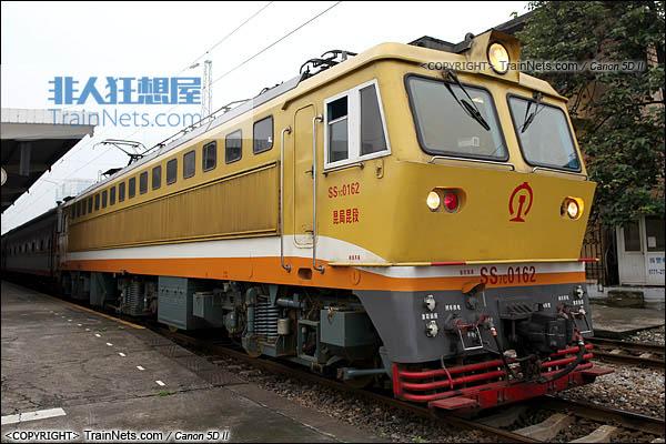 2013年5月。广西南宁站。配属昆局昆段的SS7C型电力机车。特有的黄色涂装。(IMG-6366-130506)