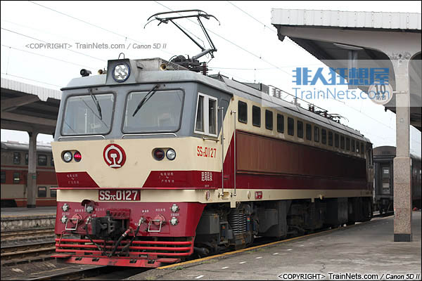 2013年5月。广西南宁站。配属昆局昆段的SS7C型电力机车。(IMG-6368-130506)