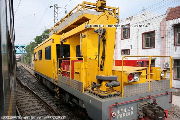 2015年5月。川黔线。配属重庆供电段的的金鹰JW-4型接触网作业车。(DSC06478-150501)
