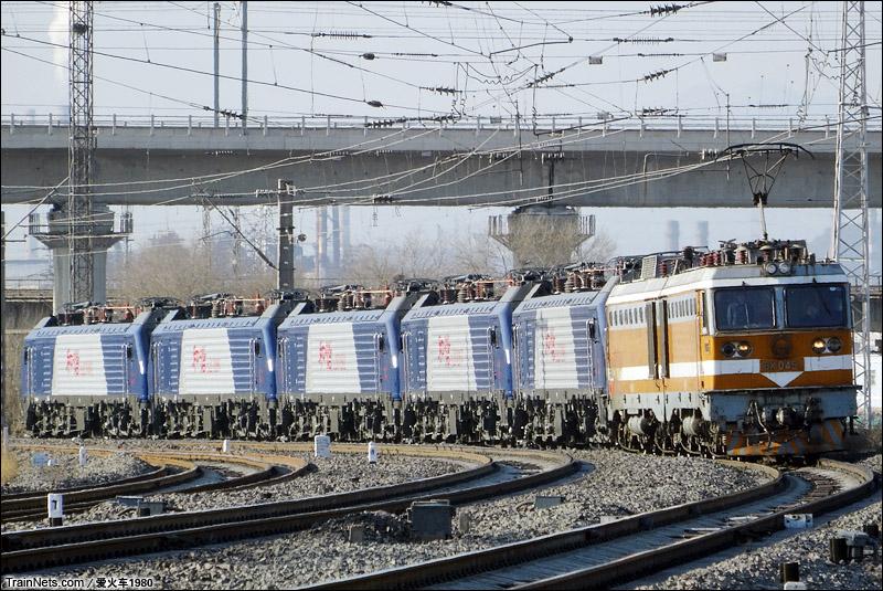 2015年1月31日。北京丰沙线上行石景山南站。8K牵引大同机车厂回送给新乡的HXD2C。