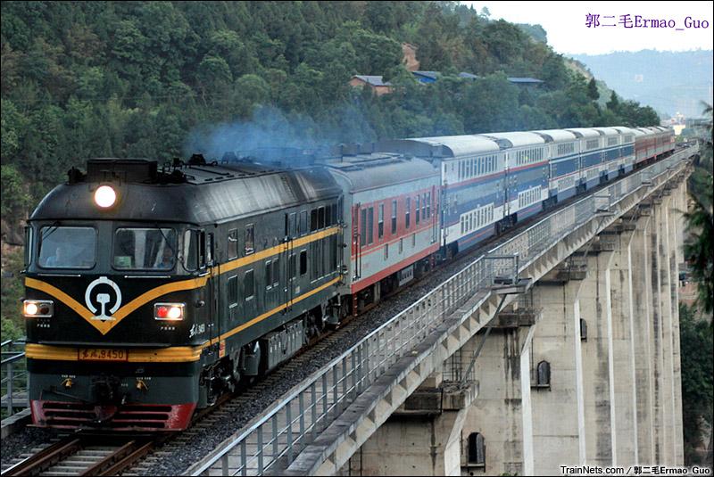 2015年5月8日。成局DF4B牵引K9398次,巴中-成都行驶在广巴铁路。(图/郭二毛Ermao_Guo)