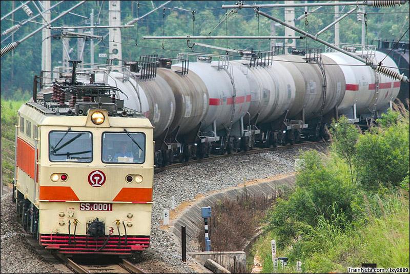 2015年5月24日。广西南宁。湘桂线802公里处。SS7-0001牵引货列。(图/lxy2009)