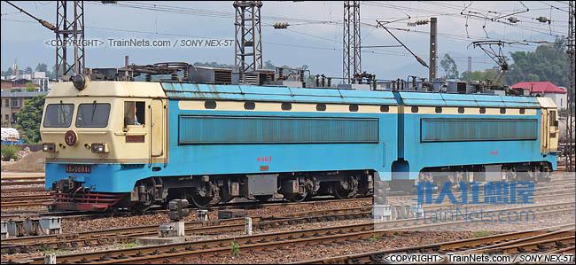 2014年5月24日。配属南局福段的SS4G型电力机车。(DSC00981-140524)