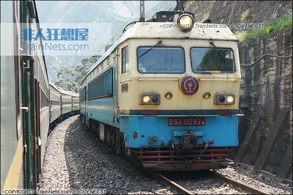 2014年7月17日。配属成局西段的SS4改型电力机车。(DSC01994-140717)