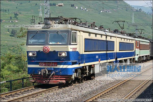 2014年7月17日。配属成局西段的SS4型电力机车。(DSC02006-140717)