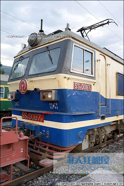 2014年7月17日。配属成局西段的SS4型电力机车。(DSC02075-140717)