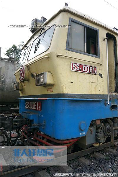 2014年7月18日。配属成局西段的SS4型电力机车。(DSC02100-140718)