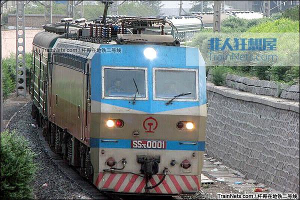 2014年2月。配属西局西段的SS7D型0001号电力机车。(图/杆哥在地铁二号线)