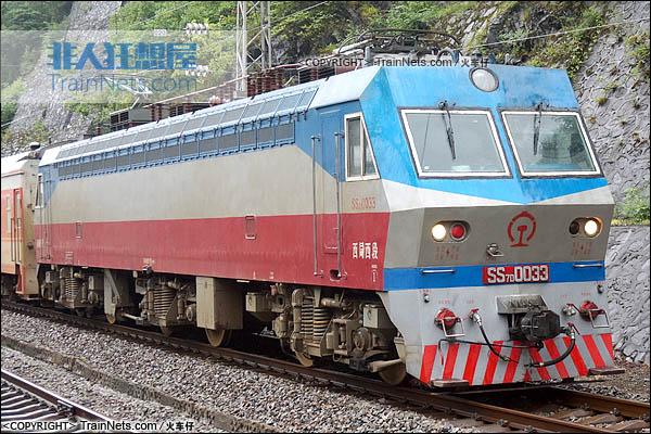 2015年6月。宝成线。SS7D型电力机车。(图/火车仔)