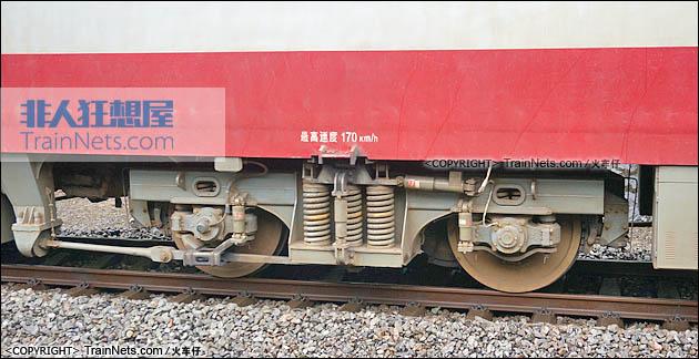 2015年6月。宝成线。SS7D型电力机车。中间转向架。(图/火车仔)
