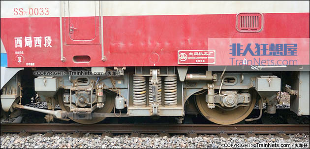 2015年6月。宝成线。SS7D型电力机车。端转向架。(图/火车仔)