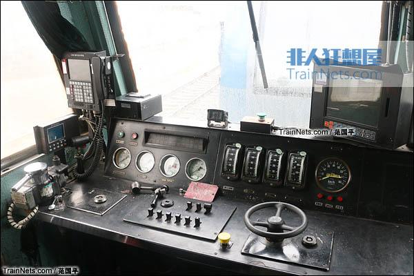 2015年4月。配属宁局邕段的SS7型电力机车。老款的普通驾驶台。(图/范国平)