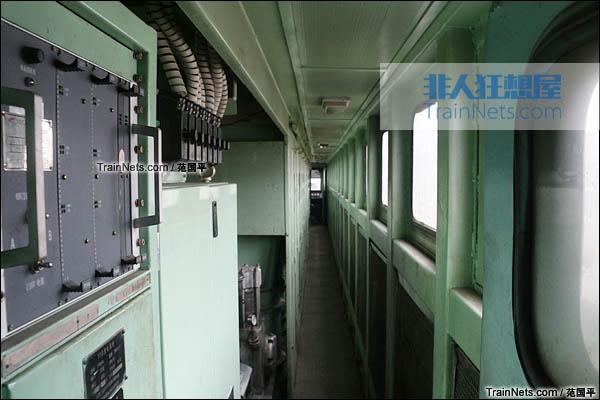 2015年4月。配属宁局邕段的SS7型电力机车。机械间内部。(图/范国平)