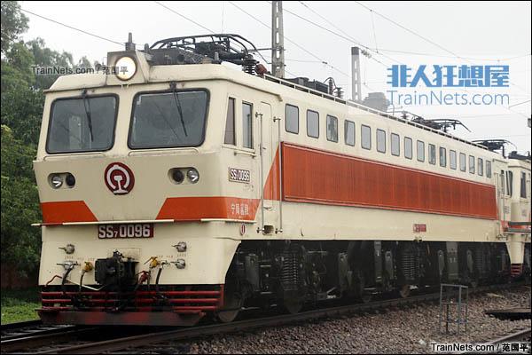 2015年4月。配属宁局邕段的SS7型电力机车。(图/范国平)