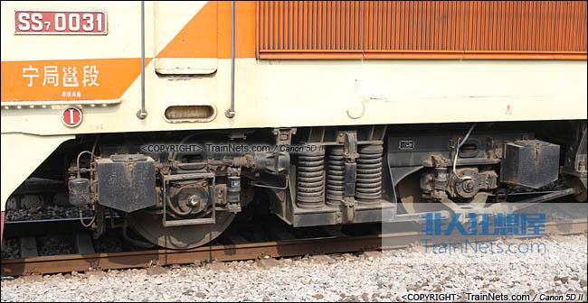 2013年12月。广西南宁。配属宁局邕段的SS7型电力机车。前端转向架。(IMG-5608-131221)