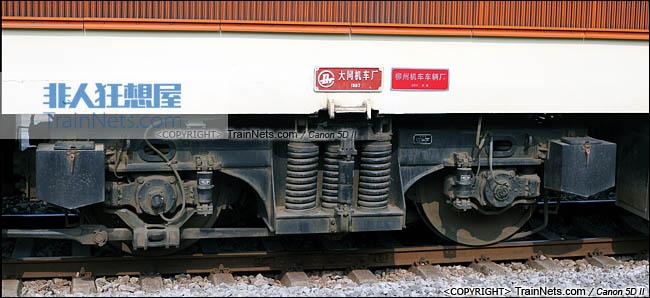 2013年12月。广西南宁。配属宁局邕段的SS7型电力机车。中间转向架。(IMG-5611-131221)