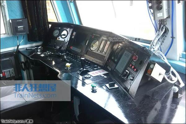 配属宁局邕段的SS7型电力机车。部分机车采用了标准化驾驶室。(图/肥槟)
