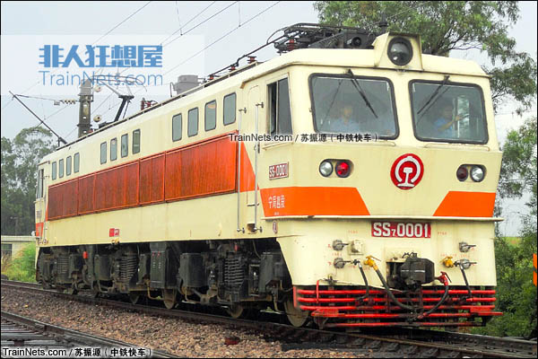 2015年5月。SS7型电力机车。(图/苏振源-中铁快车)