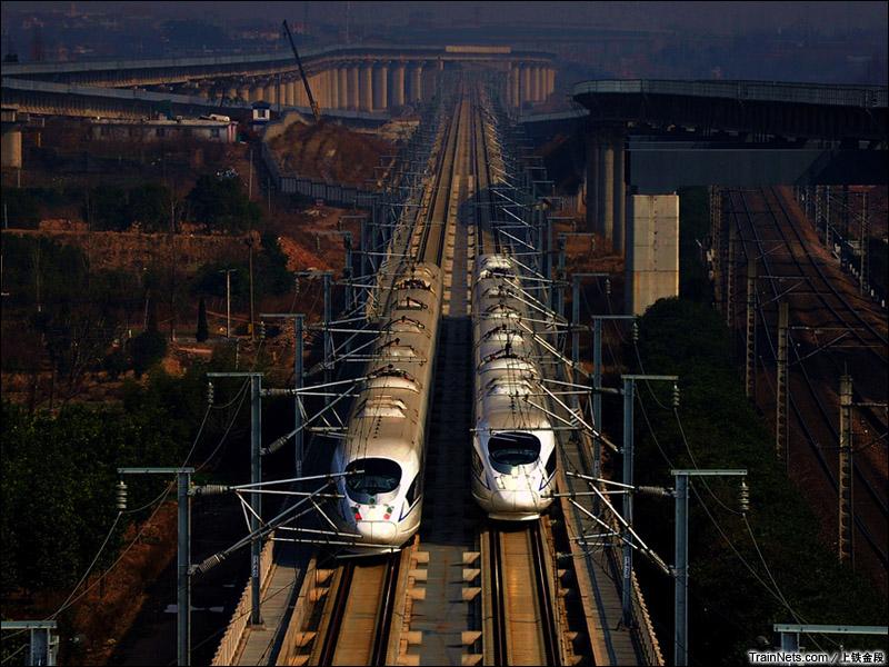 2015年1月24日。塘雅线路所。沪昆高铁。两列CRH3C交会。(图/上铁金段)
