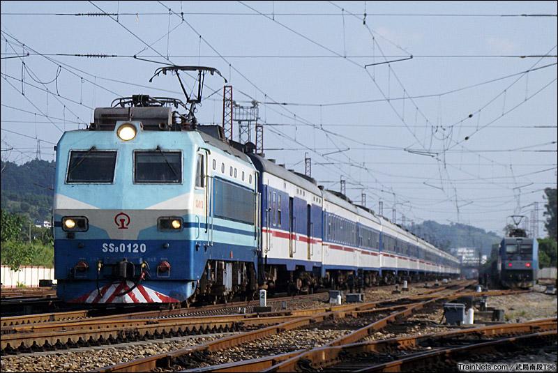 2014年9月21日。京广线。T170次,广州-上海南通过韶关黄岗站。(现已改行韶赣线)