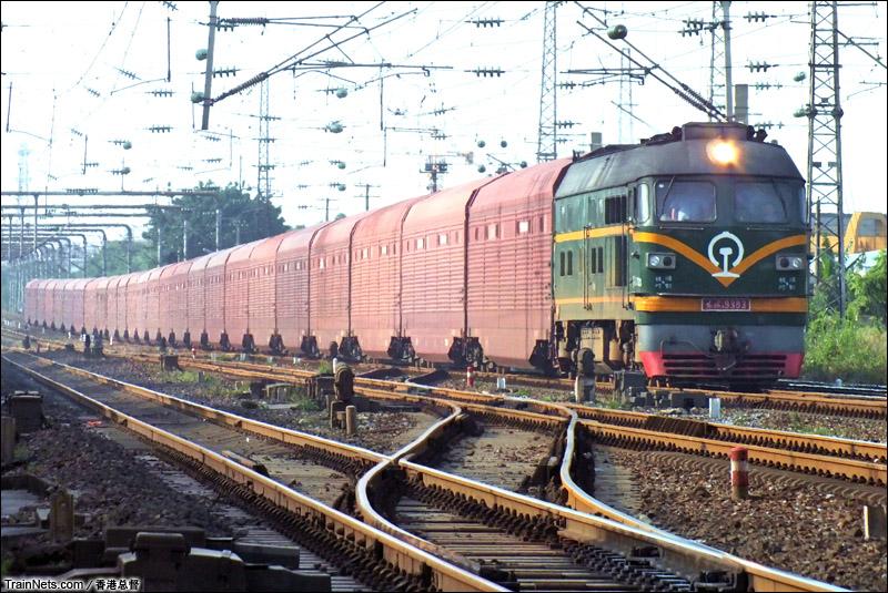 京广铁路火车视频_非人狂想屋 | 你的火车发源地 » DF4B牵引汽车运输车大列