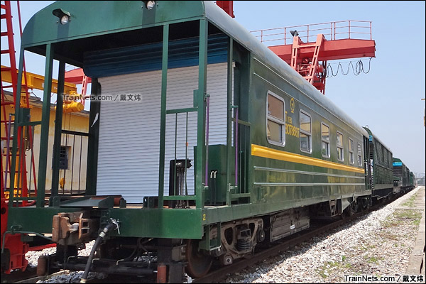 2015年4月。韶关换轨车间。T11BK型长轨列车组。(图/戴文炜)