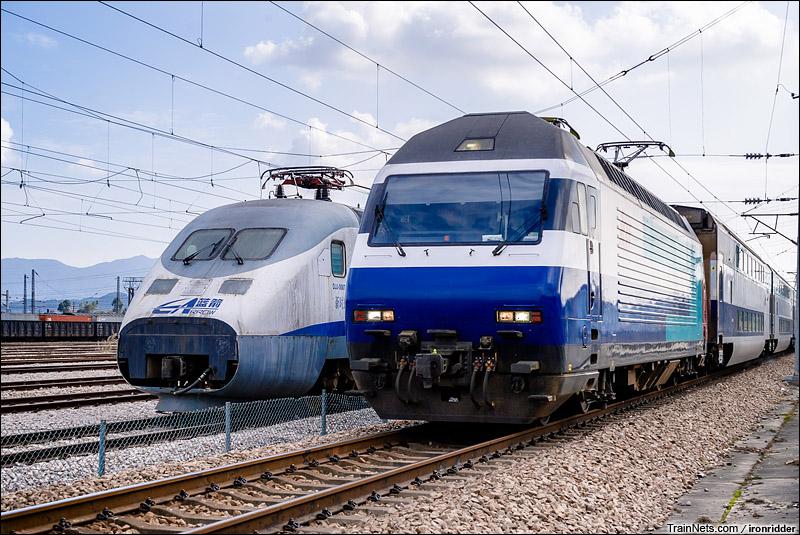 2014年1月25日。深圳平湖南站。港铁KTT担当的T826次,九龙-广州东通过,一旁是回送深圳封存的蓝箭。(图/Ironridder)