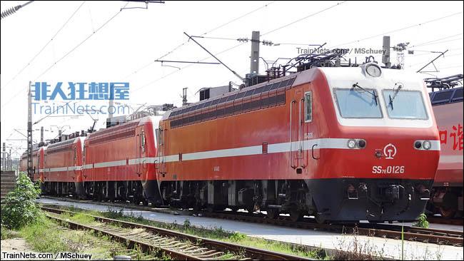 2014年4月。武昌南机务段。配属武局南段的SS7E型电力机车。将转配到西安铁路局。(图/MSchuey)