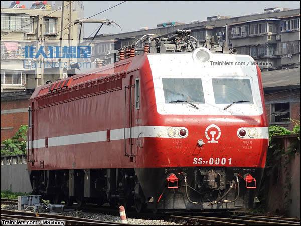 2015年。武昌折返段。配属兰州铁路局的SS7E型0001号电力机车。(图/MSchuey)